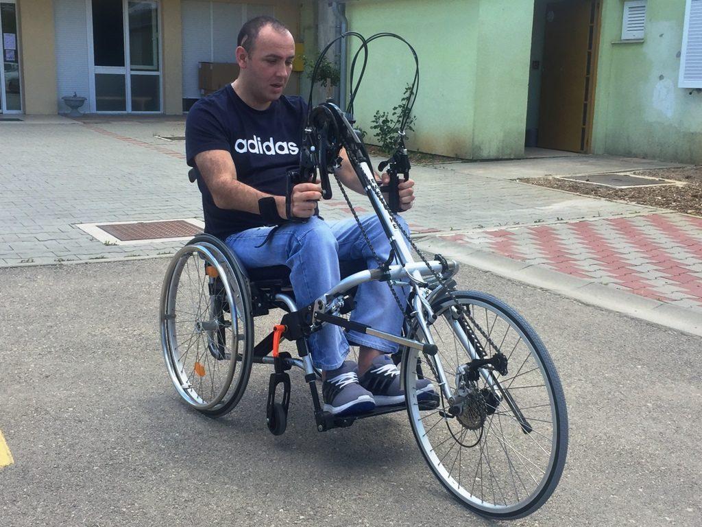 Ručni bicikl - Stolnoteniski klub Knin - vozač Toni Babić